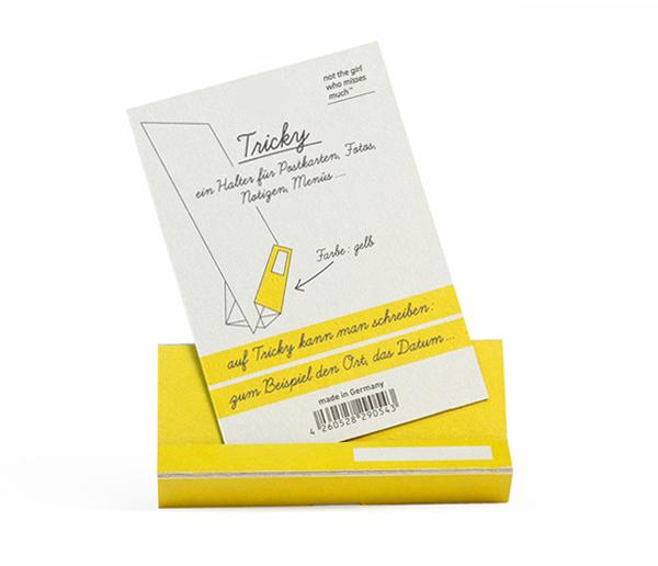 tricky-gelb-front-mit-karte-tablet-